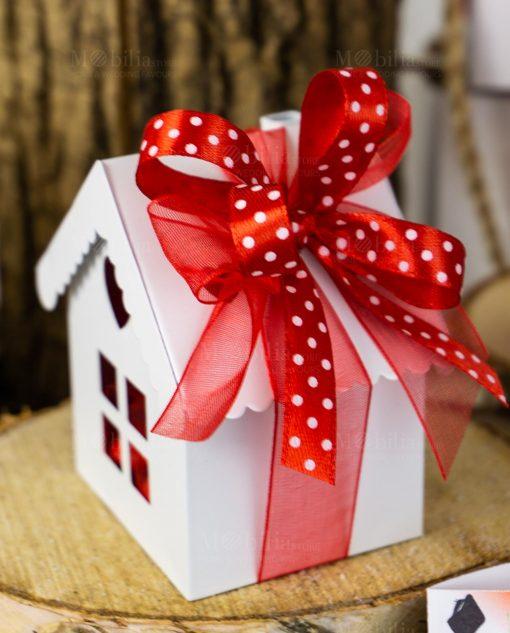 bomboniera casetta metallo bianca dettaglio fiocco rosso organza e raso a pois bianchi
