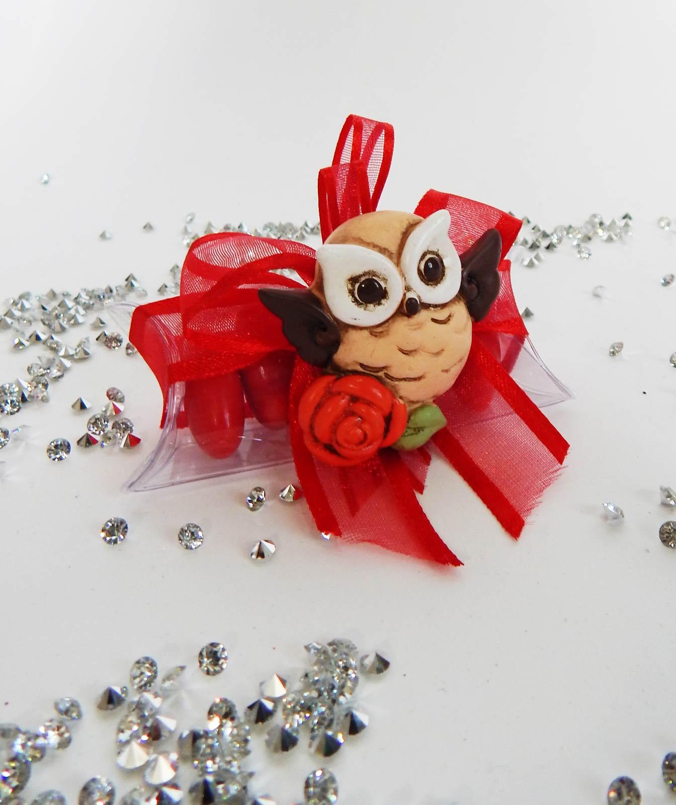 magnete gufo su tubicino con confetti e nastro rosso