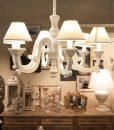 Lampadario in legno bianco con 6 lumi mobilia store home for Mobilia wedding