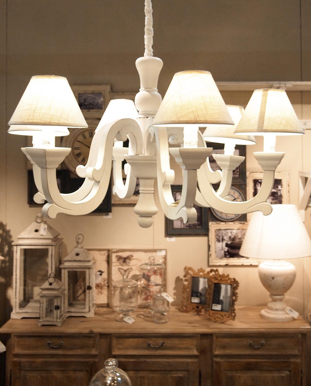 Lampadario in legno bianco con 6 lumi mobilia store home for Lampadario legno moderno