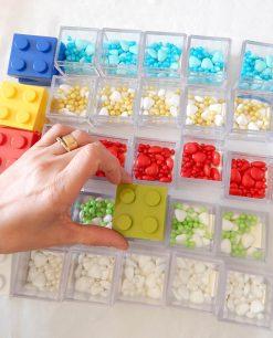 scatoline lego vari colori con confetti colorati