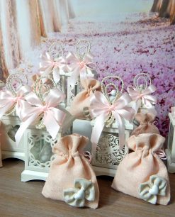 bomboniera lanterna bianca assortita con sacchetto rosa