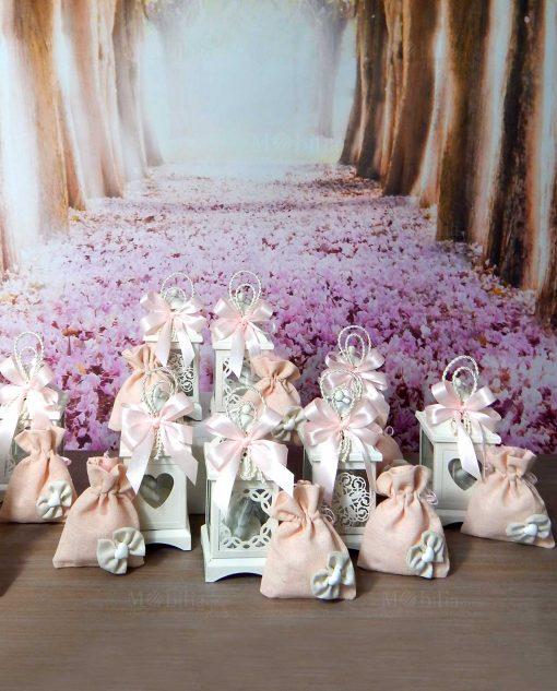 bomboniere lanterne in metallo intagliato con sacchettino rosa