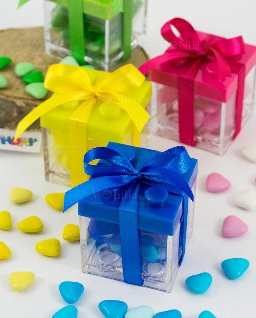 scatolina portaconfetti lego confezionata con confetti cuore e fiocco raso