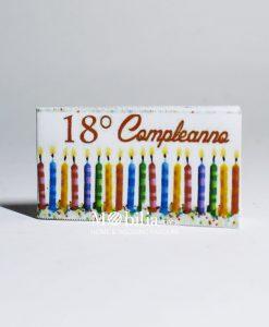 bigliettini fustellati con candele colorate