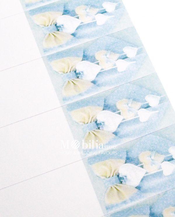 Bigliettini con Fiocco e cuori su sfondo azzurro