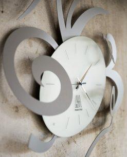 orologio scultura in metallo