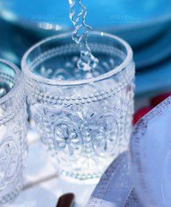 bicchiere dacqua trasparente
