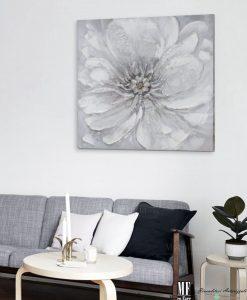 Tela con fiori grigi dipinta a mano mobilia store home for Mobilia recensioni