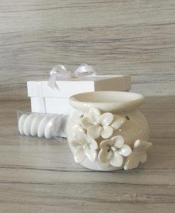 bomboniera brucia essenze in ceramica bianca con fiori e farfalle