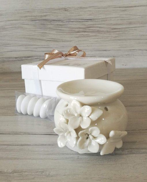 essenza bianco confezionato con fiocco tortora