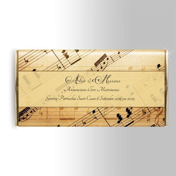 invito per tavoletta di cioccolato con spartito e note musicali