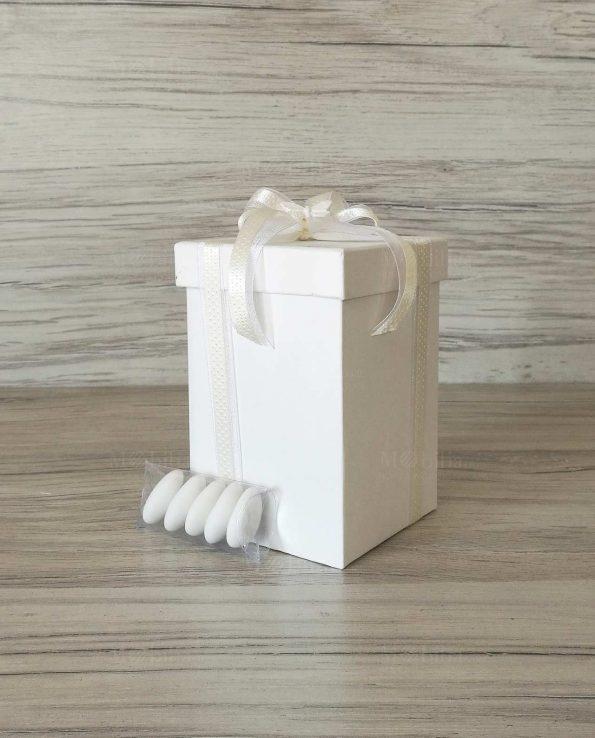 scatola-con-fiocco-panna