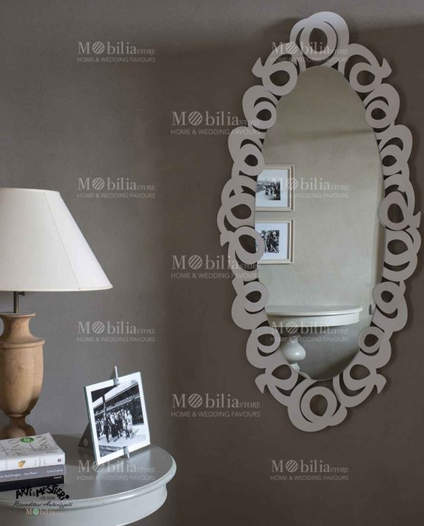 Specchio da parete ovale con cornice decorata Arti e Mestieri