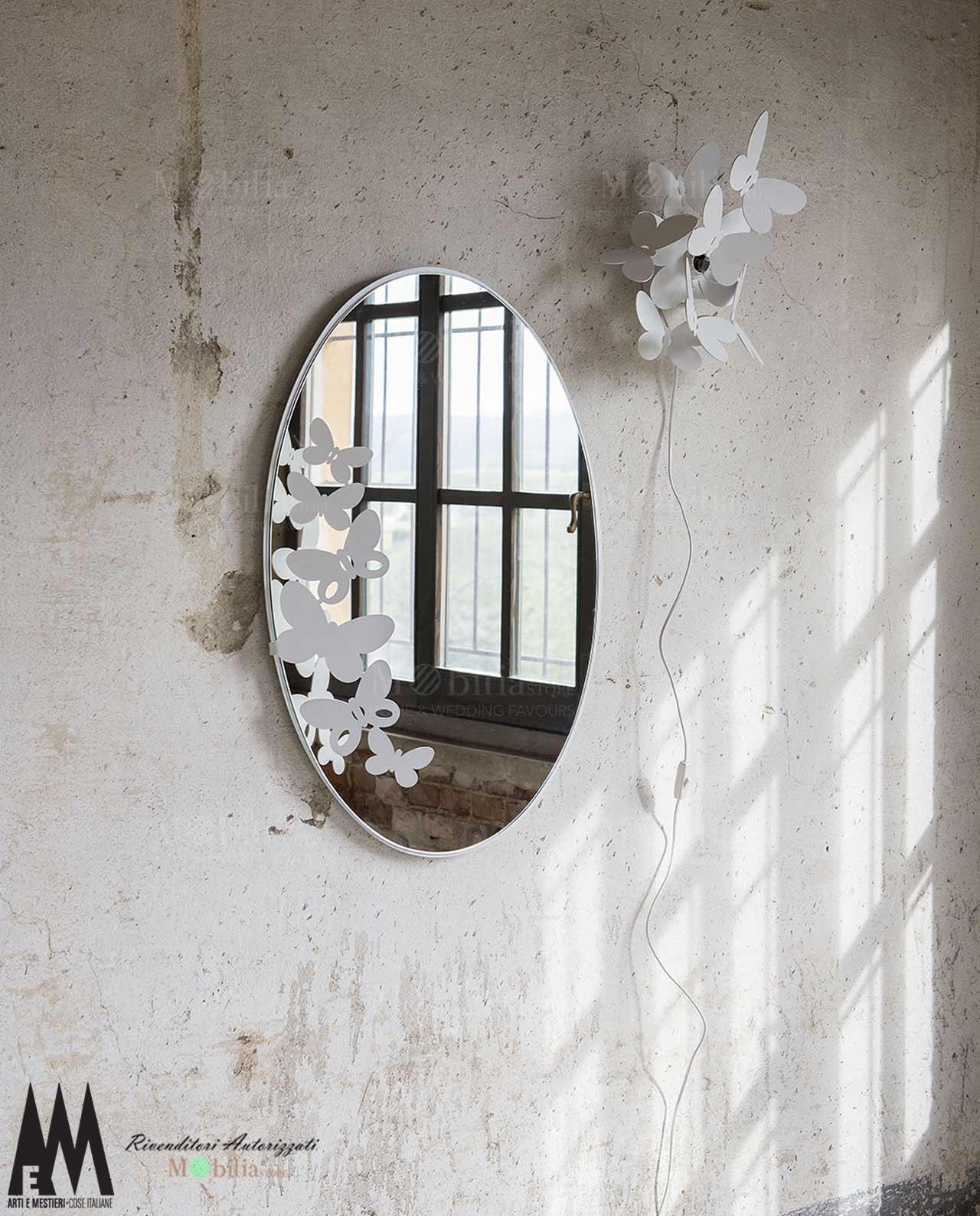 Applique moderna con farfalle arti e mestieri mobilastore for Letto stile arti e mestieri