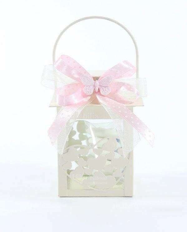 lanterna metallo con cuori confezionata con nastri rosa e farfalla gesso