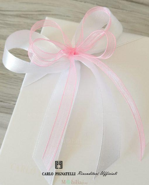bomboniera confezionata con scatola cartoncino e nastri rosa