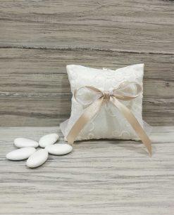 Cuscino portaconfetti decorato con confetti