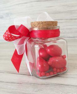 barattolo con confetti rossi