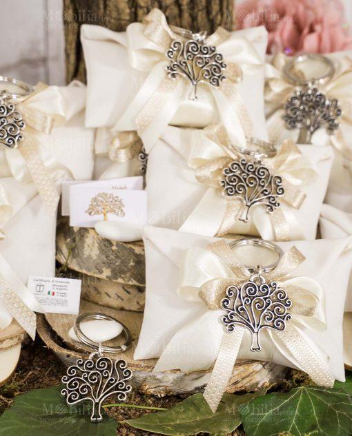 bomboniera portachiave albero della vita tabor argento su sacchetto bustina con doppio fiocco bianco e tortora