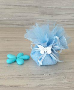 sacchettino azzurro con tirante confezionato con confetti e farfalla gesso