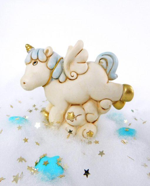 salvadanaio unicorno azzurro e oro su nuvola