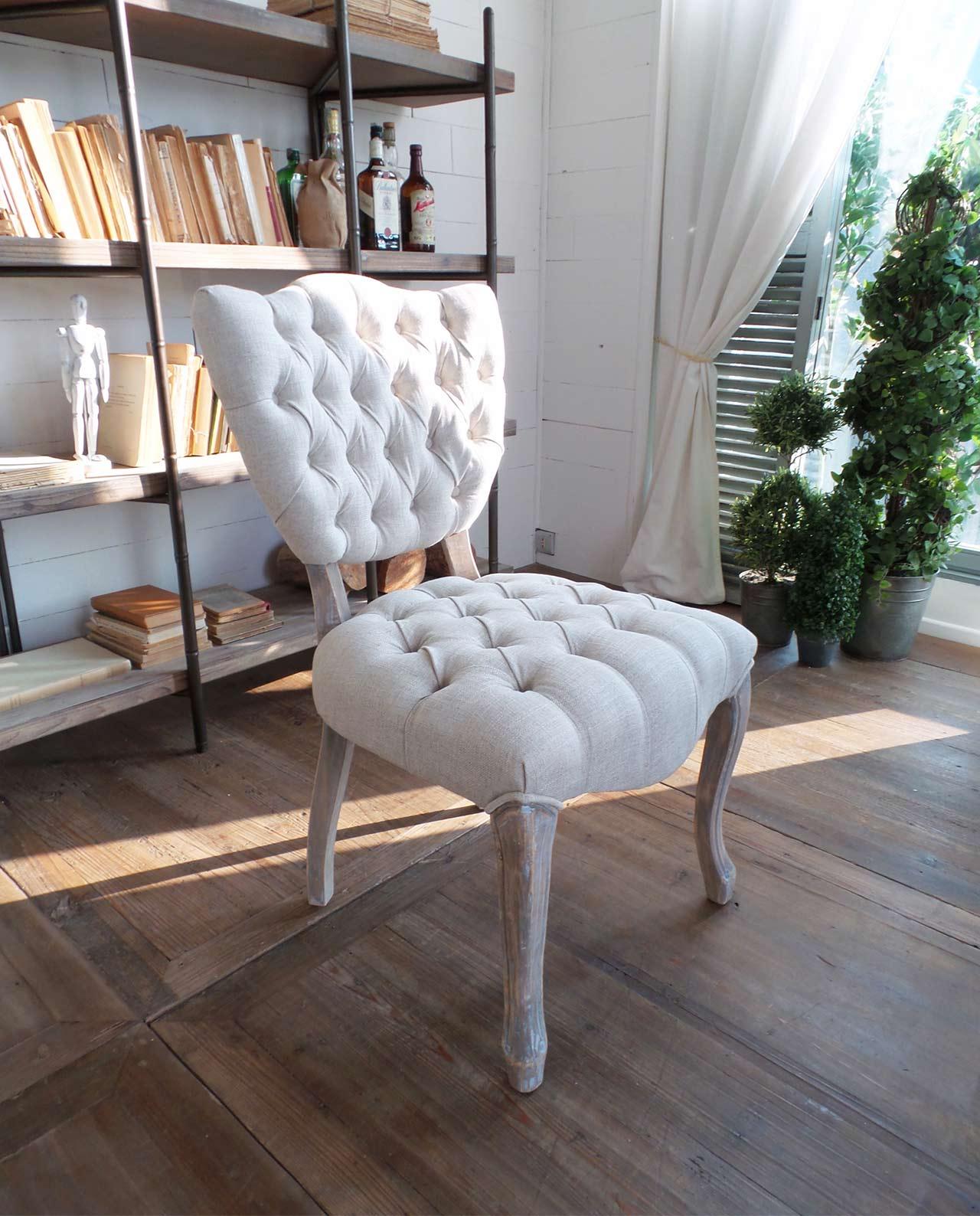 Sedie soggiorno classiche legno massello trapuntate for Sedie imbottite grigie