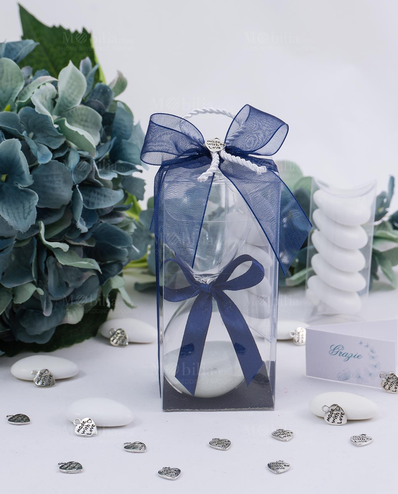 bomboniera clessidra vetro con sabbia bianca scatola trasparente fiocco blu e ciondolo made with love