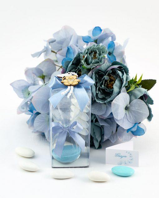 bomboniera clessidra vetro sabbia azzurra scatola pvc fiocco azzurro cordoncino e orsetto legno