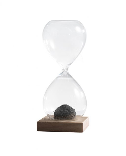 clessidra in vetro soffiato con sabbia magnetica media con base legno per bomboniere