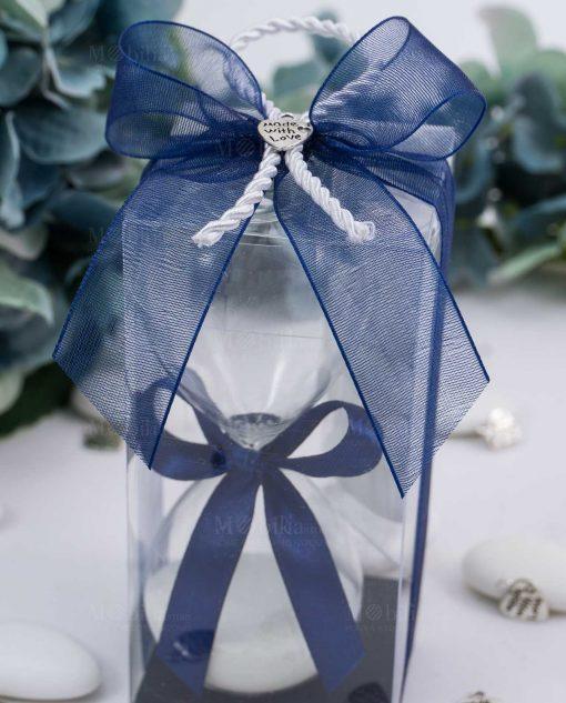 dettaglio fiocco blu e ciondolo made with love