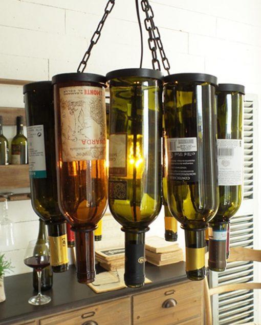 lampadario in ferro con bottiglie