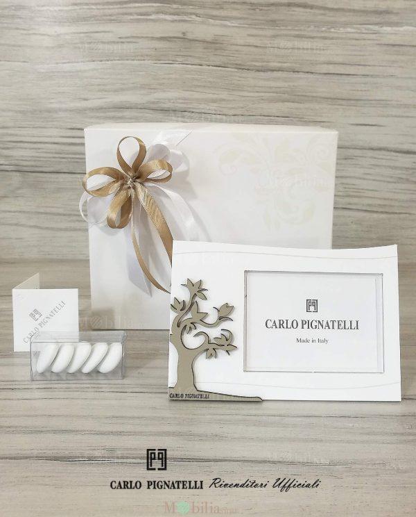 bomboniera portafoto con albero della vita carlo pignatelli confezionato con scatola e nastri bianchi e tortora