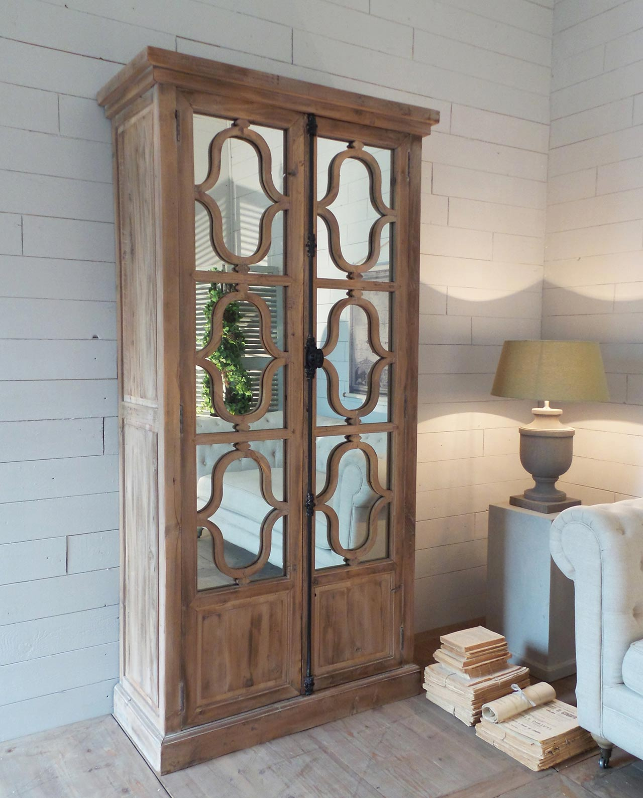 Arredamento vetrina soggiorno con specchi in legno - Specchi da soggiorno ...