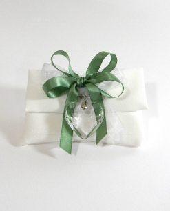 Sacchettino con cuore trasparente e nastro verde