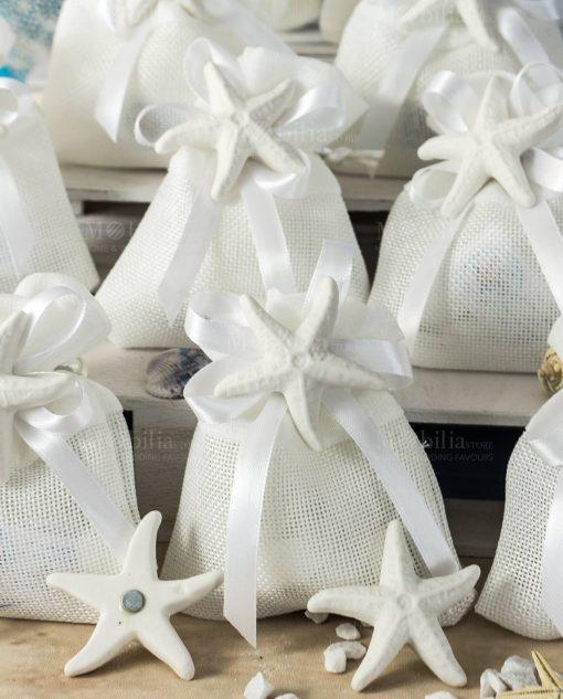 bomboniera calamita stella marina opaca su sacchettino bianco con fiocco a 4