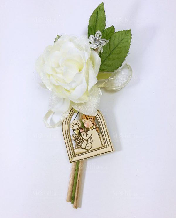 appendino con bimba in preghiera confezionato su fiore portaconfetti
