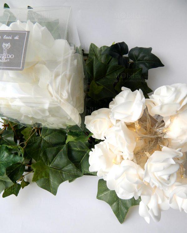 Filo di Luci Led con Rose Bianche