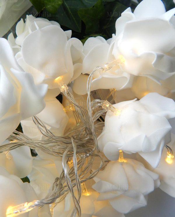 Filo di Luci Led con Rose BiancheFilo di Luci Led con Rose Bianche