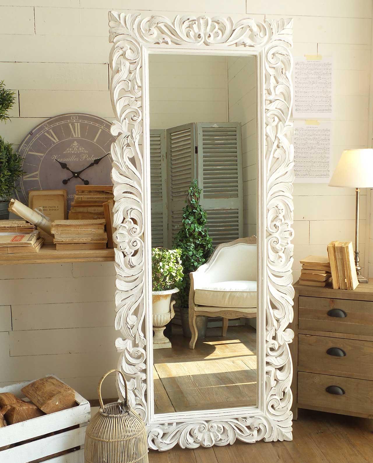 Arredare Con Gli Specchi In Legno E Cornice Decorata