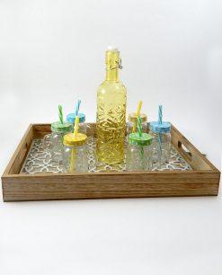 boccali in vetro con tappo e cannuccia colorati