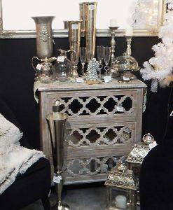 cassettiera con cassetti decorati