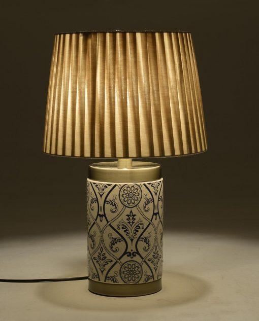 lampada in ceramica decorata in blu