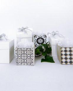 bomboniera vaso grande 3 decori assortiti con tulle bianco e scatola linea lisbona ad emozioni