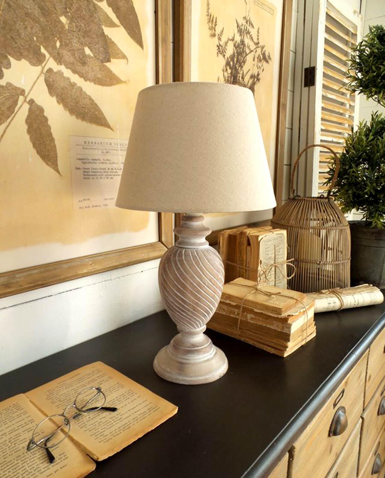 Lampada da tavolo in legno intagliato country mobilia store home favours - Lampade da tavolo in legno ...