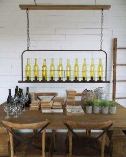 lampadario con bottiglie di vetro