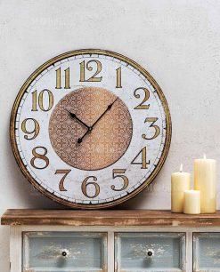 orologio da parete con numeri grandi e mobile effetto anticato brandani