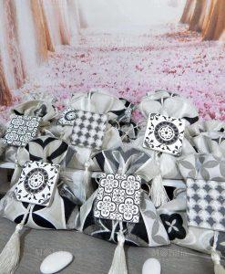 sacchettino stampa mattonella portaconfetti confezionato con magnete mattonella ceramica e nappina