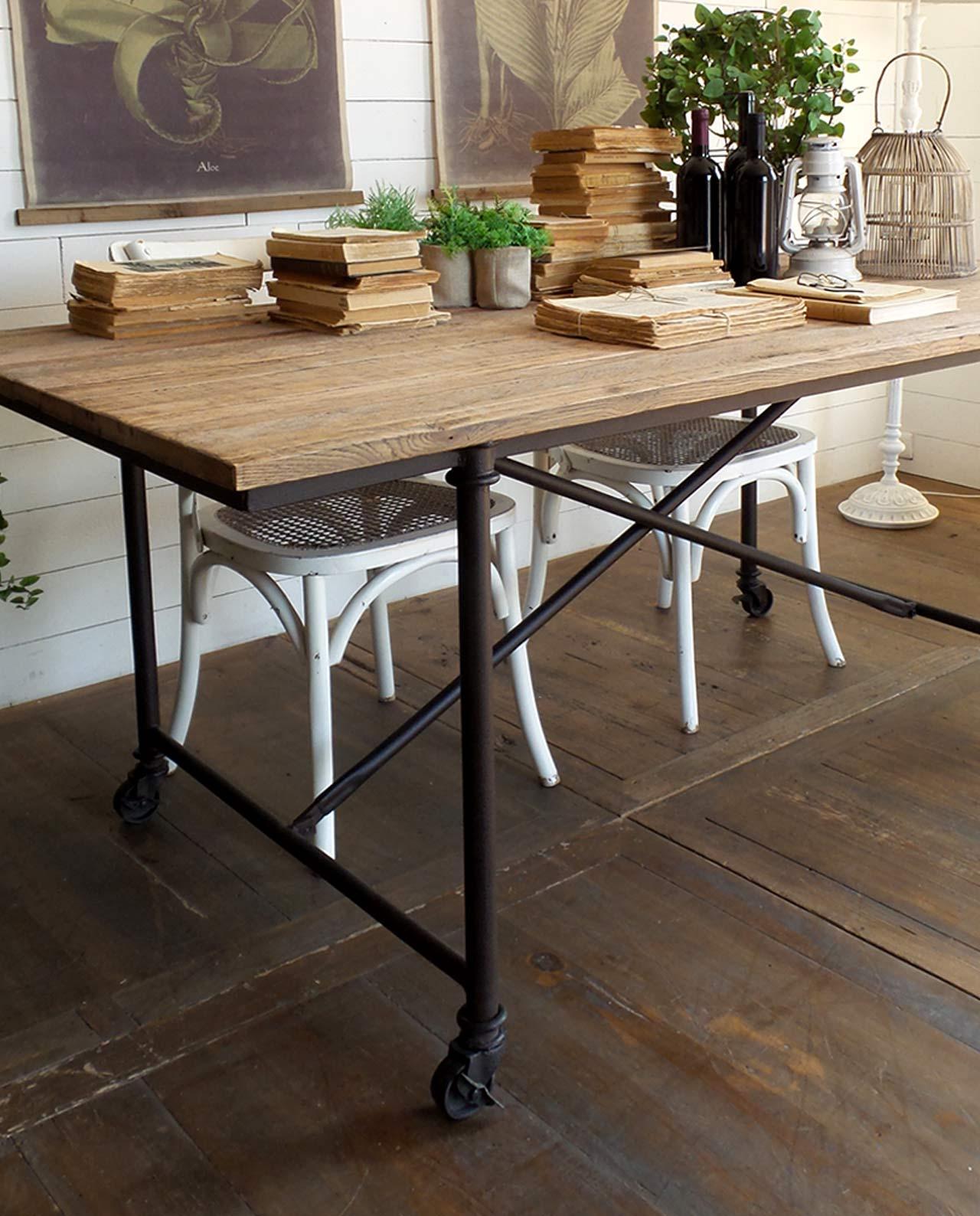 tavolo industrial ferro battuto e legno con ruote