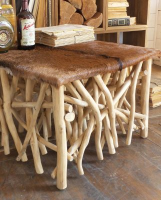 Tavolino quadrato in pelle di capra e legno di teak stile country